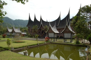 Minangakau longhouse. Source: Creative Commons
